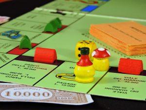 Si le jeu Monopoly reflétait notre réalité, l'impôt serait perçu comme une nuisance. Or, par chance, notre réalité n'est pas un jeu de Monopoly.